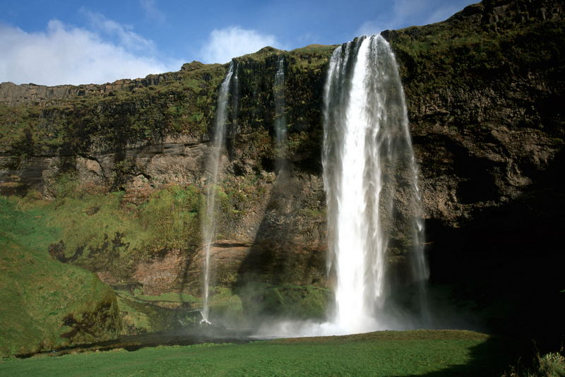 Spectacular-Iceland - waterfall-Seljalandsfoss.jpg