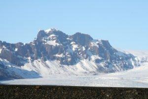 GJ-21-northen-lights-exploration - GJ-21-Vatnajökull-national-park-with-mountains-and-glaciers.jpg